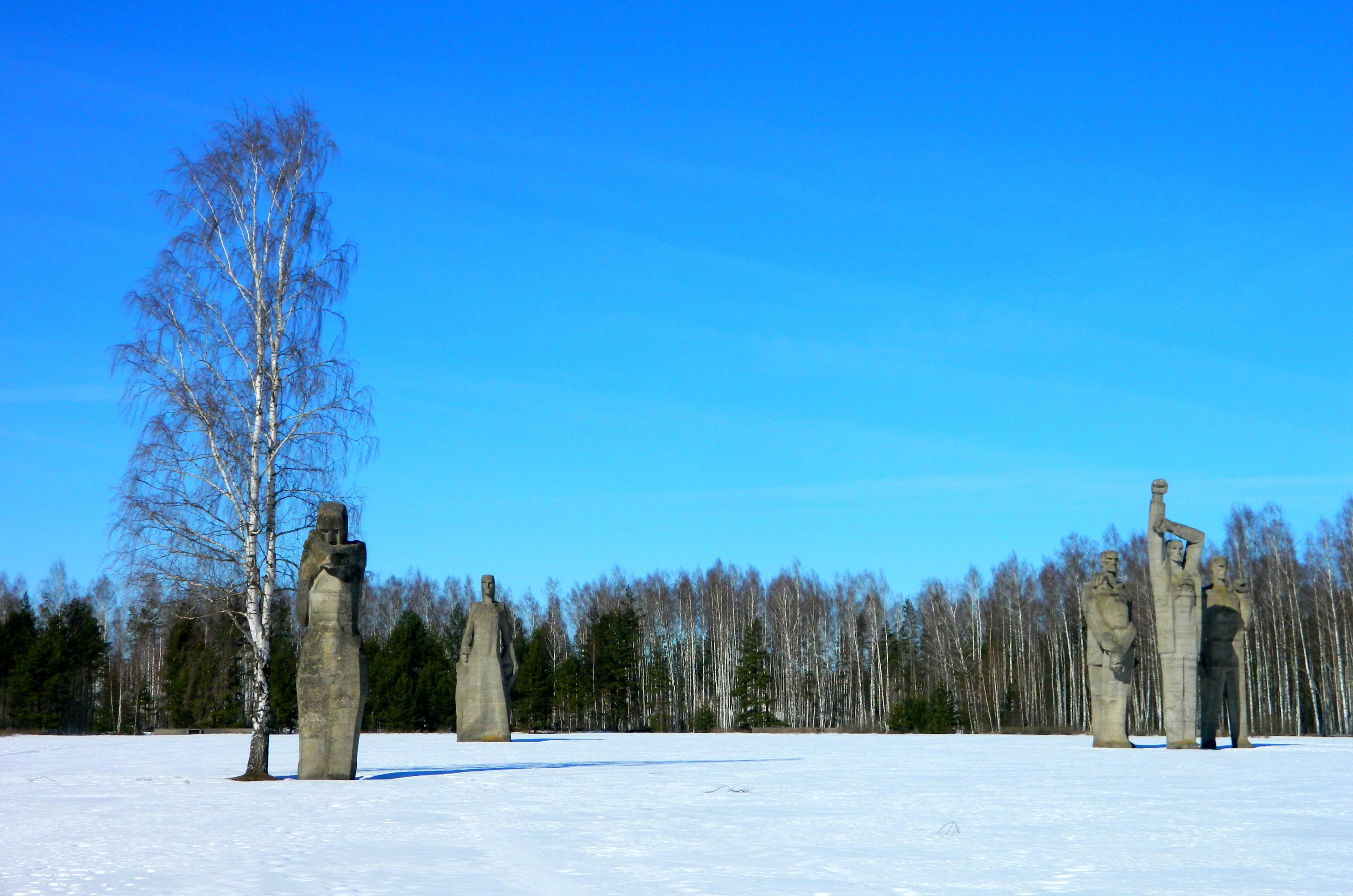 https://mosereien.files.wordpress.com/2014/01/salaspils-memorial-snow.jpg