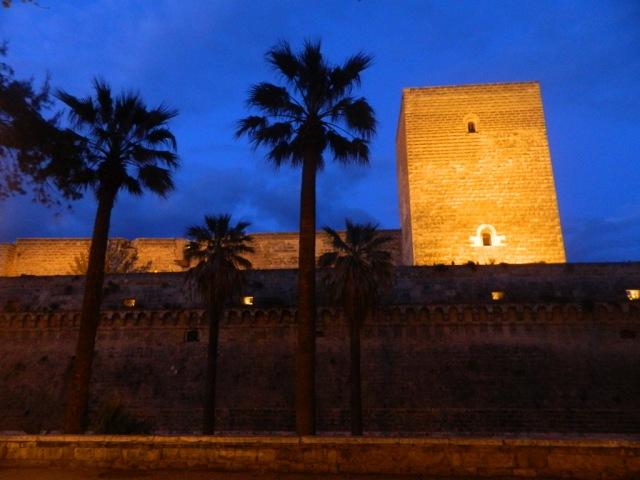 Normanno-svevo castello night 2