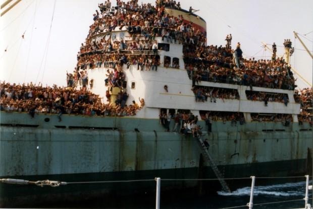 Albania 1991 refugees boat full