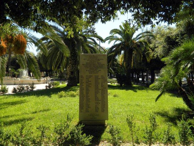 Denkmal Trani gross