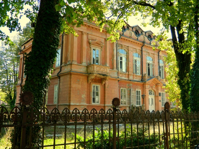 Russian embassy red house