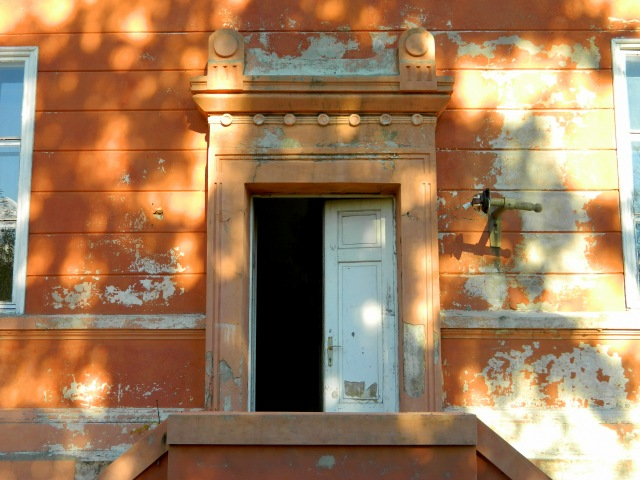Russian embassy side entrance