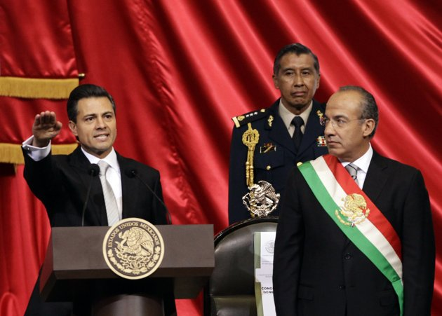 Enrique-Pena-Nieto-RIGHT-ARM-SALUTE