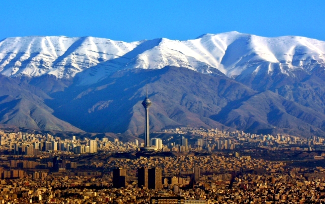 Aerial_View_of_Tehran_and_Tochal