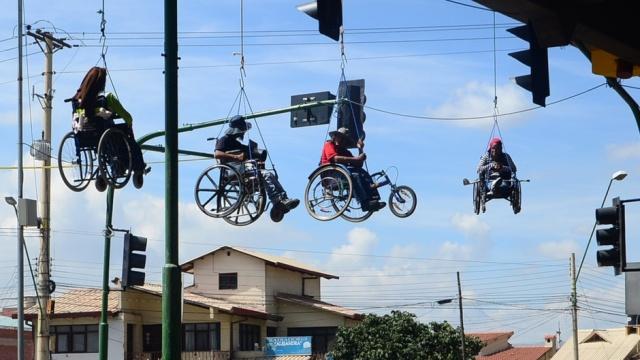 Rollstuhlfahrer Brücke 2
