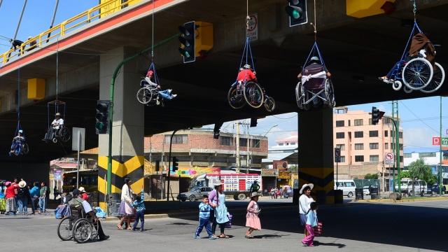 Rollstuhlfahrer Brücke.jpg