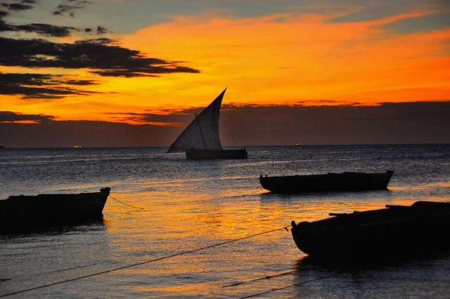 dhow_sunset2c_zanzibar_281016404647529