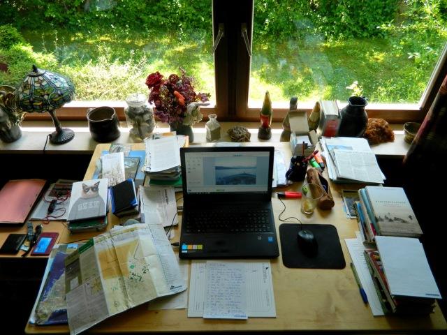 Schreibtisch 2017.JPG