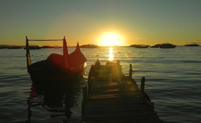 Boote vor Sonnenuntergang