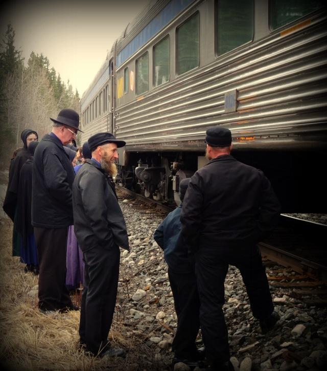 Mennoniten neben Zug.JPG