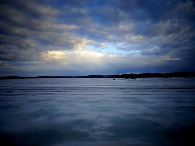 zugefrorerner See.JPG