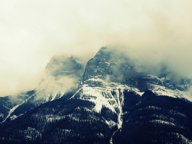 Mt Rundle fog.JPG