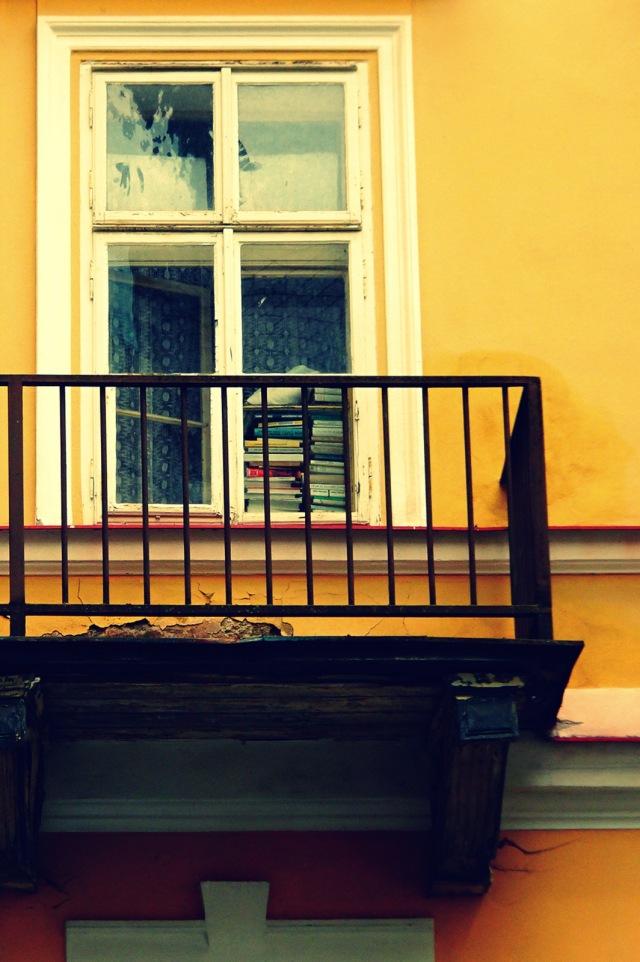 Bücher auf Balkon