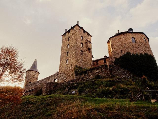 Burg Reinhardstein nah