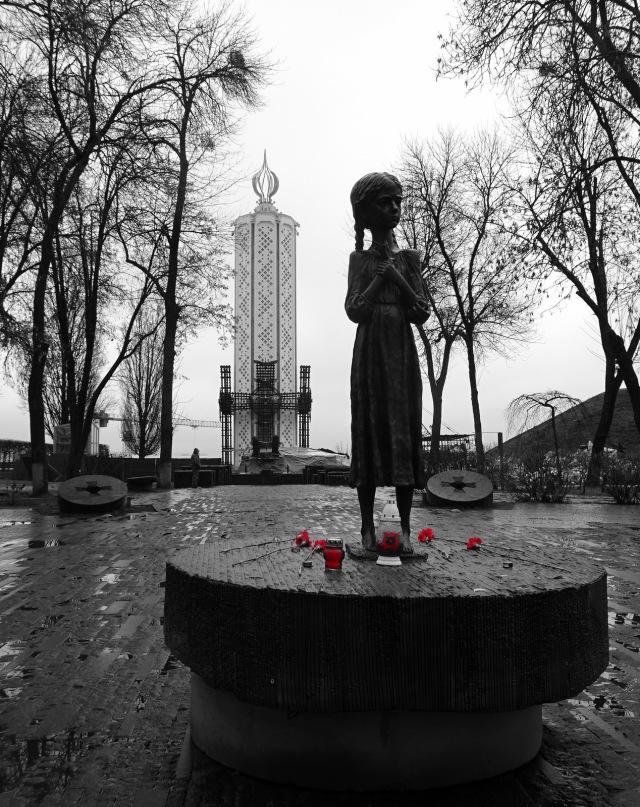 Holodomor-Mädchen rot
