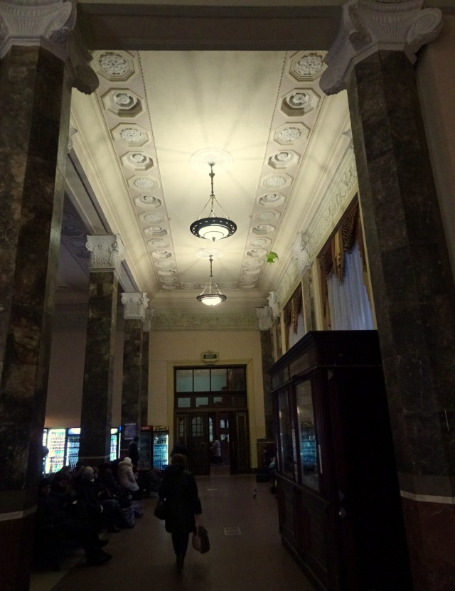 Lviv Bahnhof (2)