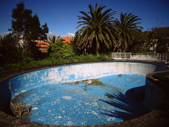 Hotel Pico pool empty