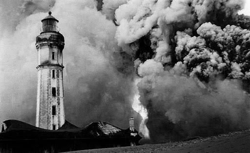 Capelinhos eruption 4 with lighthouse big
